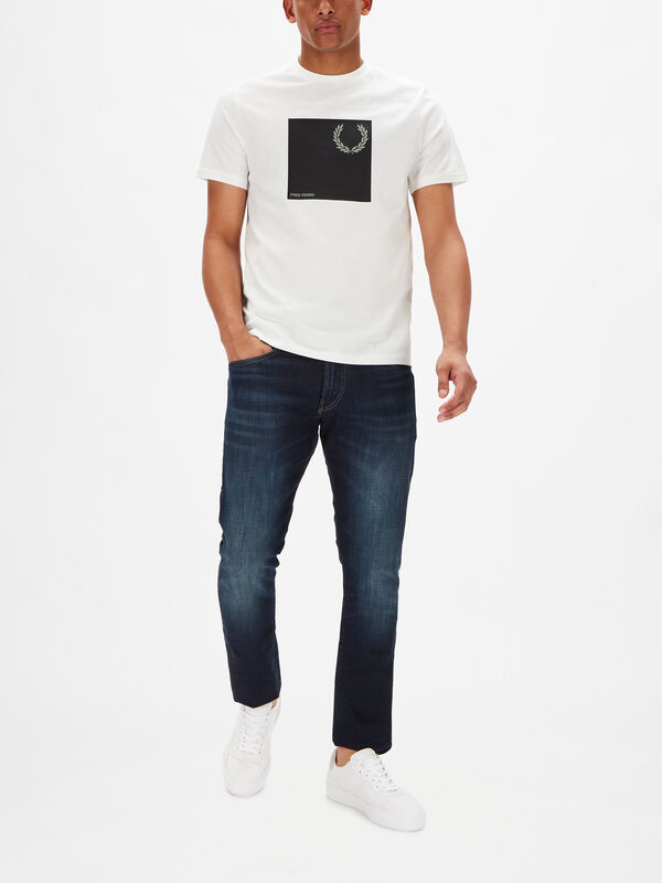 Laurel Wreath Graphic T-Shirt