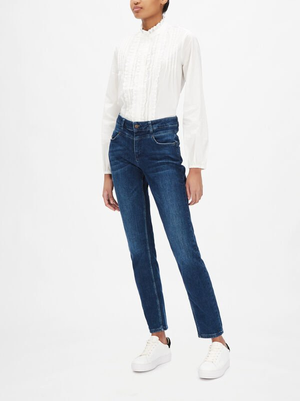 Washed Slim Leg High Waisted Jeans
