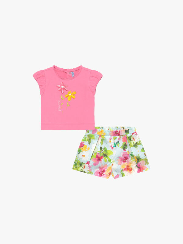 Floral Print Shorts & Flower T-Shirt