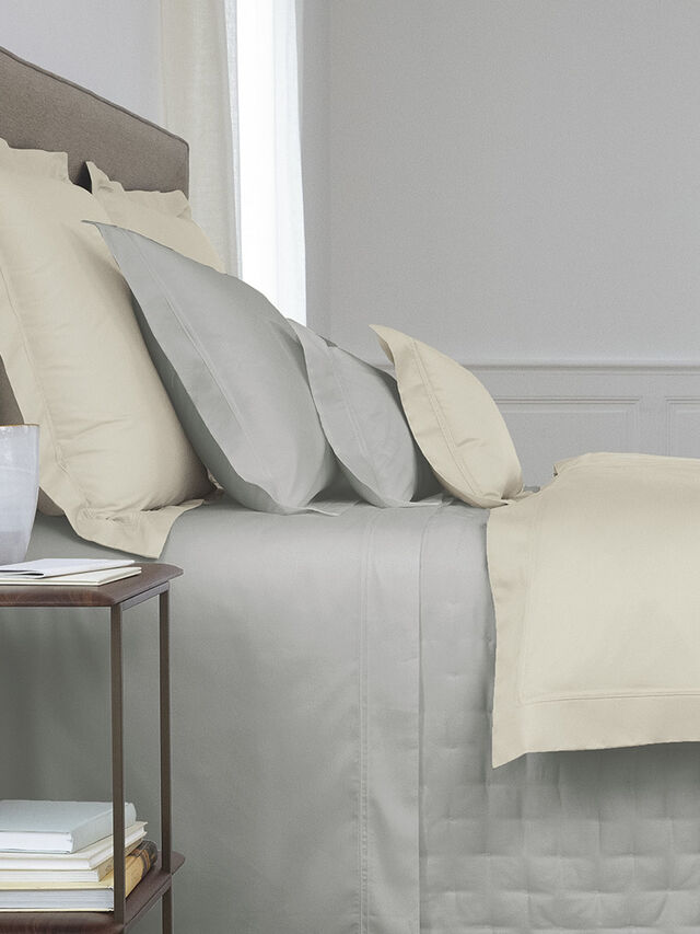 Triomphe Standard Pillowcase