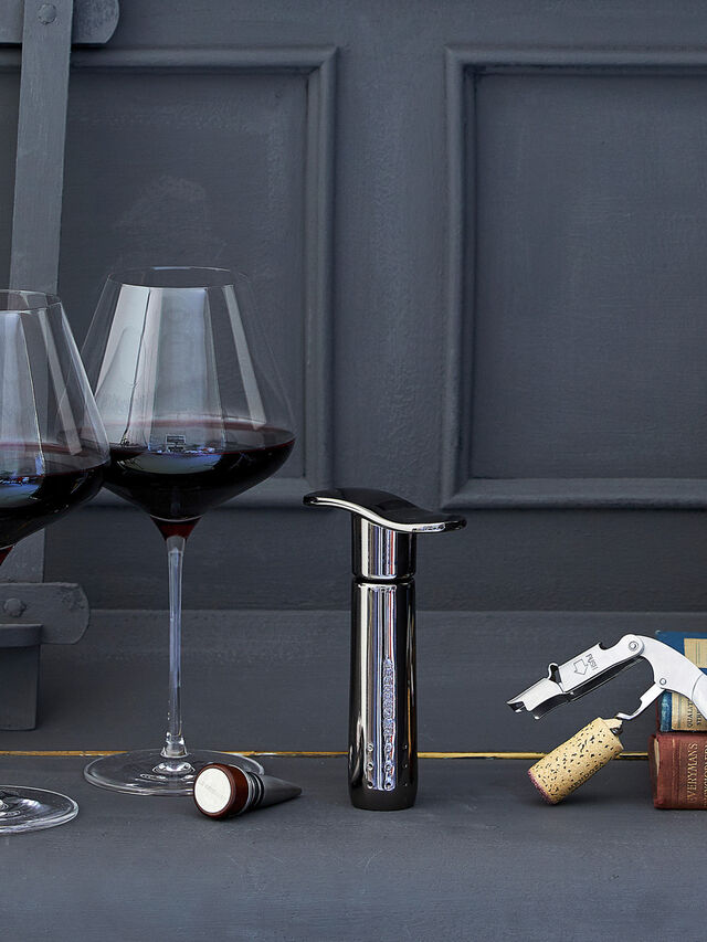 Wine Pump with Stoppers