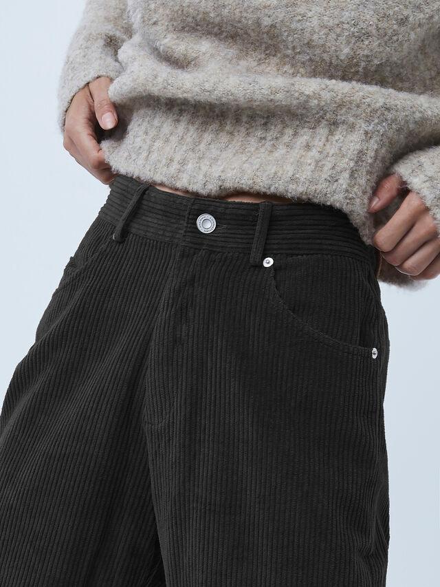 Sori Jumbo Cord Barrel Jean