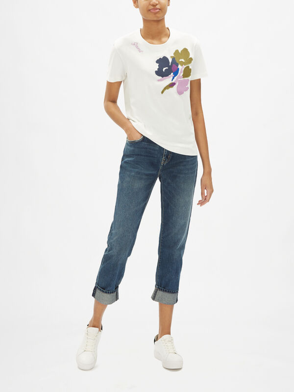 Splended Floral Embroidery Tee