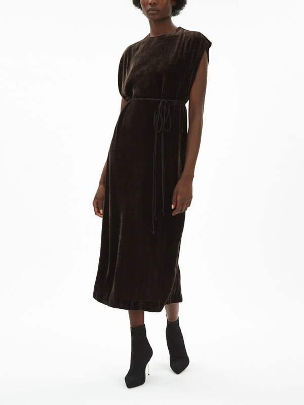 Long Velvet Dress With Tie Around Waist